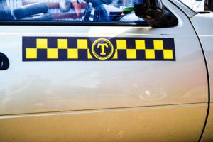 Наклейка такси Винил-магнит 100