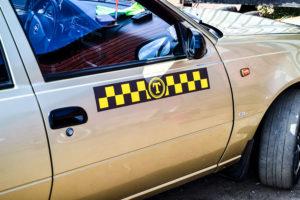 Наклейка такси Винил-магнит-100