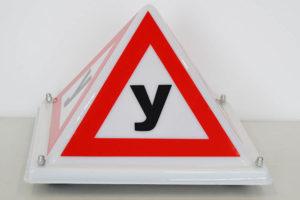 Знак учебный автомобиль Пирамида У